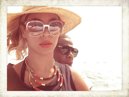 Beyonce takes a selfie with hubby Jay Z
