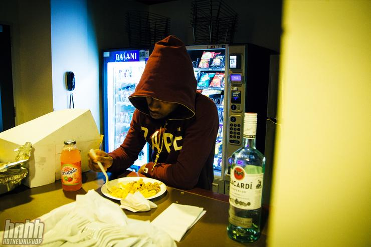 Tory Lanez eating lunch