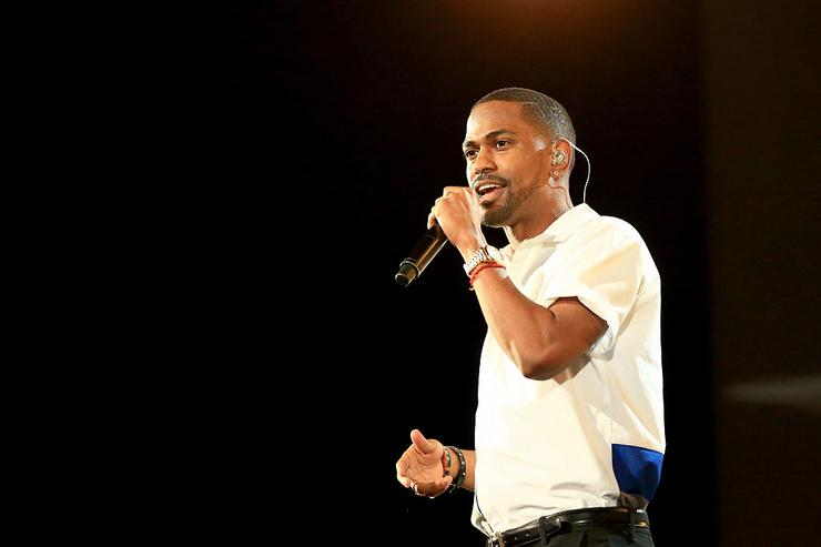 Big Sean performs onstage at A+E Networks 'Shining A Light' concert at The Shrine Auditorium on November 18, 2015 in Los Angeles, California.