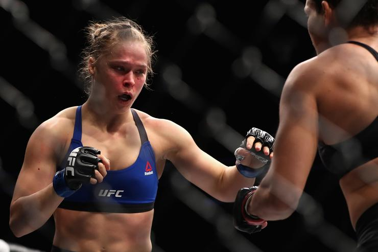 Ronda Rousey fighting at UFC 207.