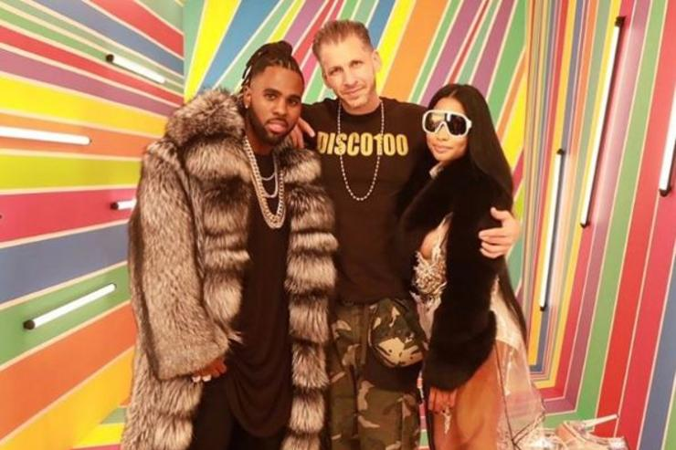 "Jason Derulo, muisc video director Gil Green and Nicki Minaj pose at the video shoot for ""Swalla."""