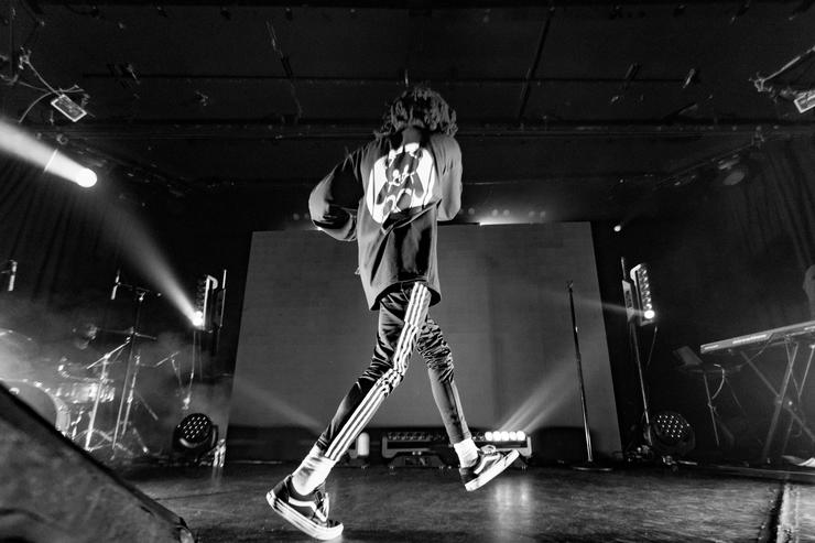 6lack performs onstage at The Roxy